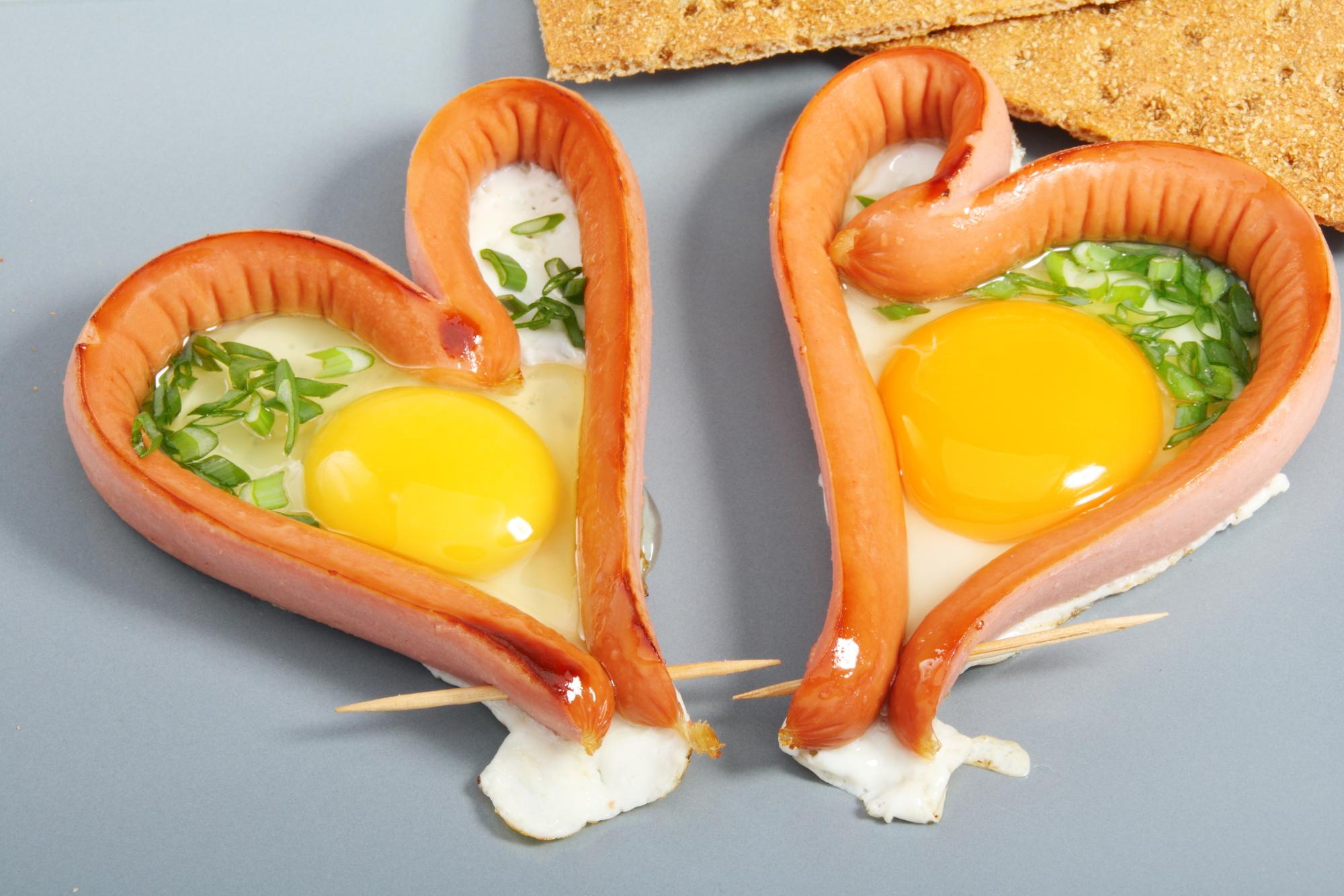 Srdíčkové párky s vejcem recept